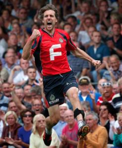 Cornelis Terpstra tijdens PC sprong van vreugde