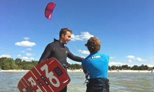 Kitesurfles en kite vakantie met kitesurfschool KiteMobile