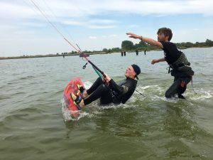 kitesurfen leren. De introductie kitesurfles