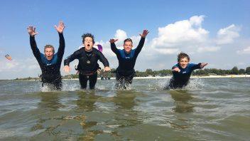 blij in het water