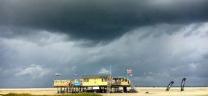 Schiermonnikoog surf paal 3 storm waarschuwing