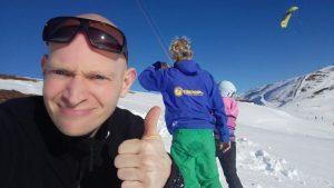 Duimpie voor de snowkiteles van instructeur Matthijs