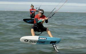 Kitesurf race op hydrofoil