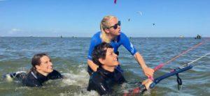 kitesurfen ijssemeer Nederland Workum instructrice met cursisten
